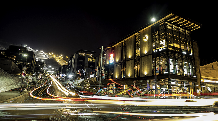 niseko_night_life_nc.jpg